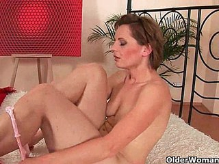 Spill your spunk on mom's pussy