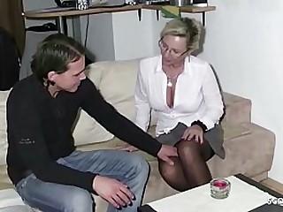 German Mom - MILF Bi Jenny fickt Jungspund in sexy Waesche und laesst ihn zwei Mal spritzen